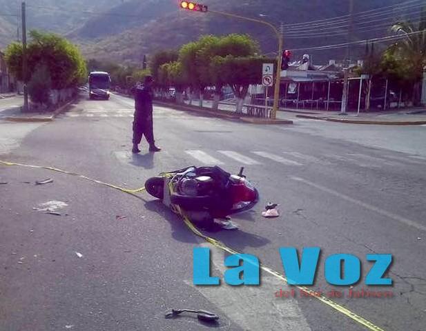 Murió un motociclista en Tuxpan al chocar contra una camioneta