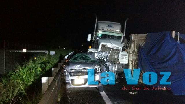 Choque múltiple en la Autopista deja dos heridos y cuantiosos daños materiales
