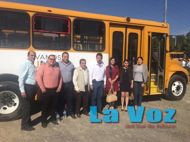 Logra José Luis Amezcua un nuevo autobús para estudiantes tamazulenses